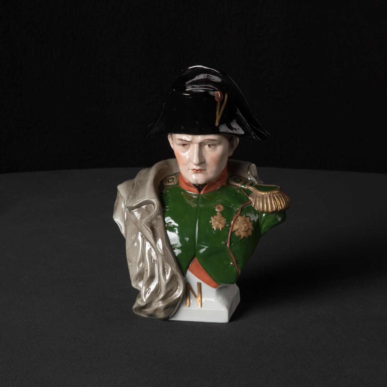 Napoleons Büste mittel aus glasiertem Porzellan, farbig dekoriert