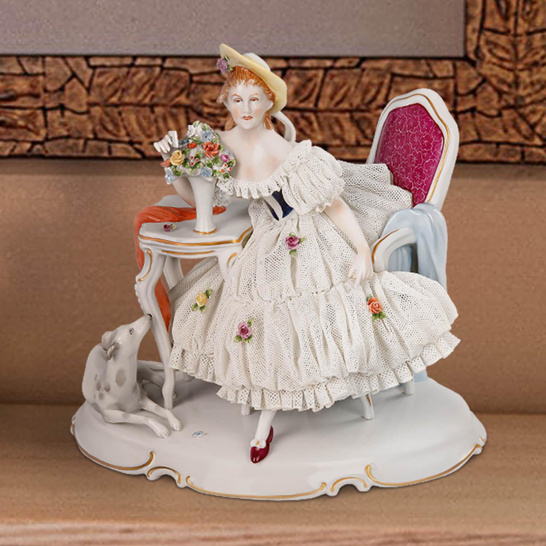 """Porzellanfigur """"Dame mit Windspiel"""""""