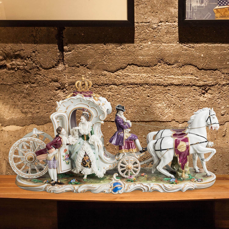 """Porzellankutsche Zweispänner """"Galakutsche Gruss"""" aus glasiertem Porzellan, farbig dekoriert"""