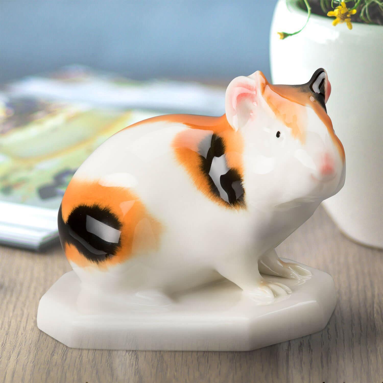 """Porzellanfigur """"Meerschweinchen"""" aus glasiertem Porzellan, farbig dekoriert"""