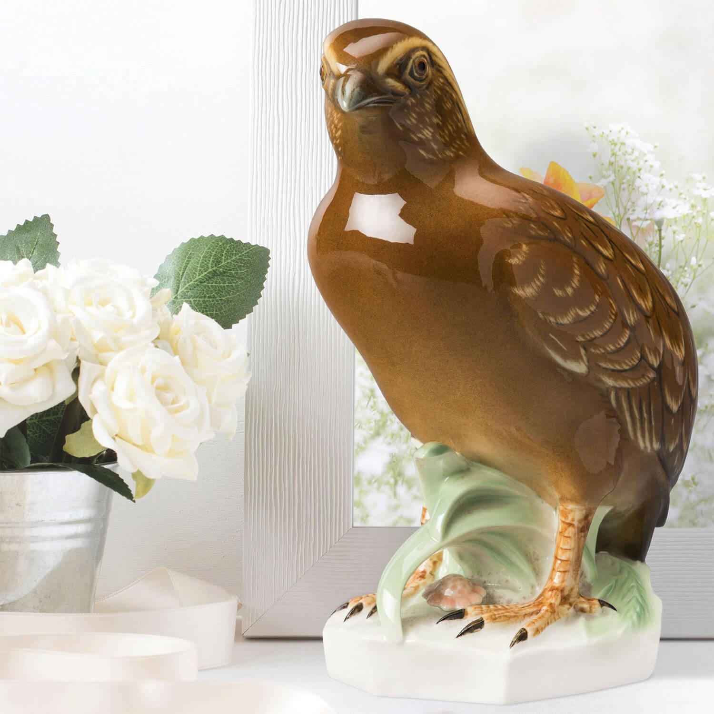 """Porzellanfigur """"Wachtel"""" aus glasiertem Porzellan, farbig dekoriert"""
