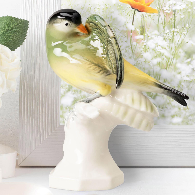 """Porzellanfigur """"Zeisig"""" aus glasiertem Porzellan, farbig dekoriert"""