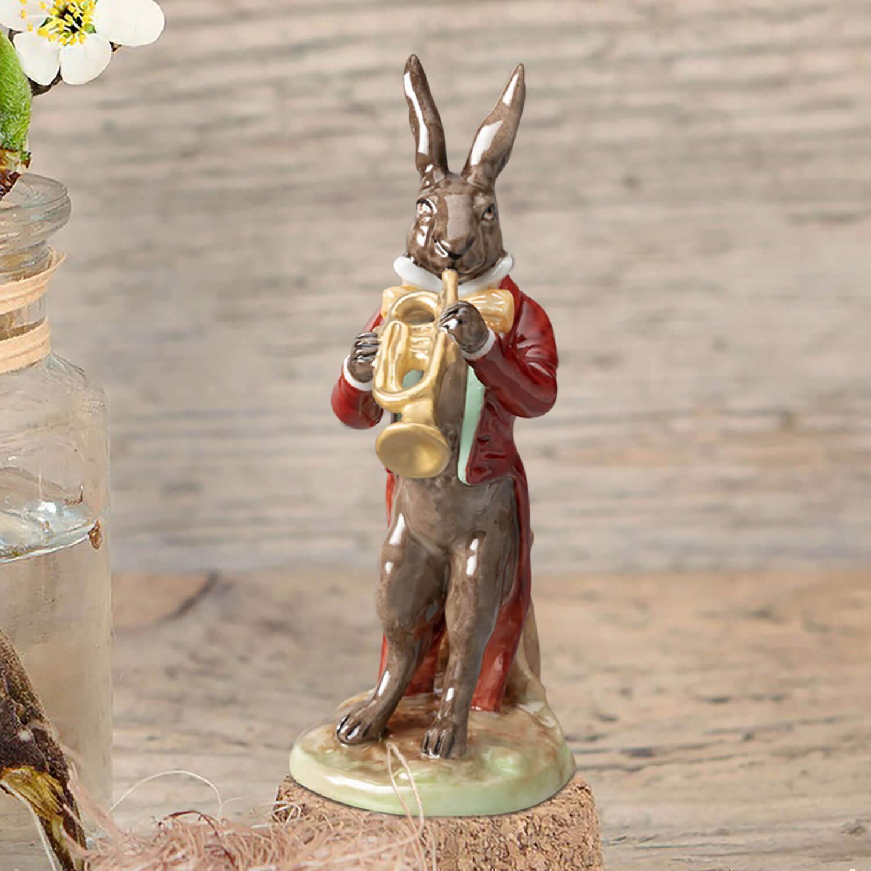 """Porzellanfigur """"Hase mit Trompete"""" aus glasiertem Porzellan, farbig dekoriert"""