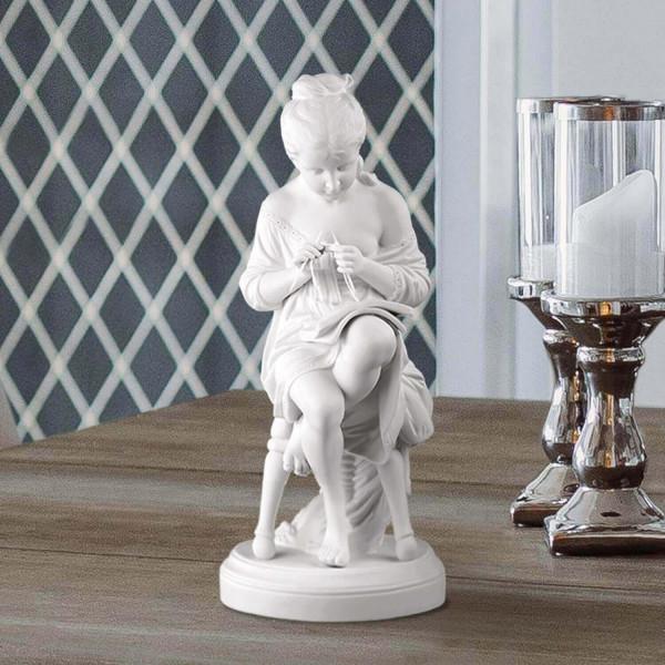 """Porzellanfigur """"Strickmädchen"""" aus Bisquitporzellan"""