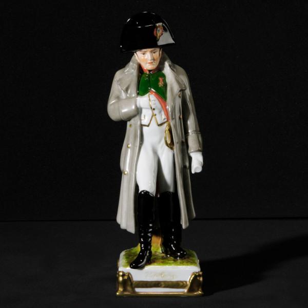 """Porzellanfigur """"Napoleon"""" aus glasiertem Porzellan, farbig dekoriert"""