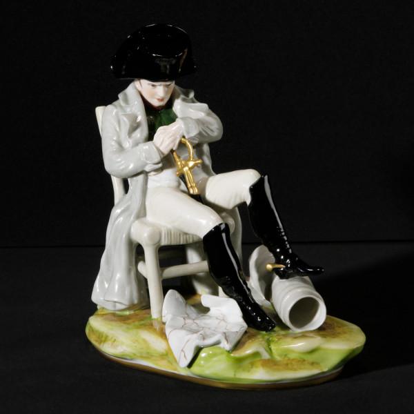 """Porzellanfigur """"Napoleon, sitzend nachdenklich"""""""