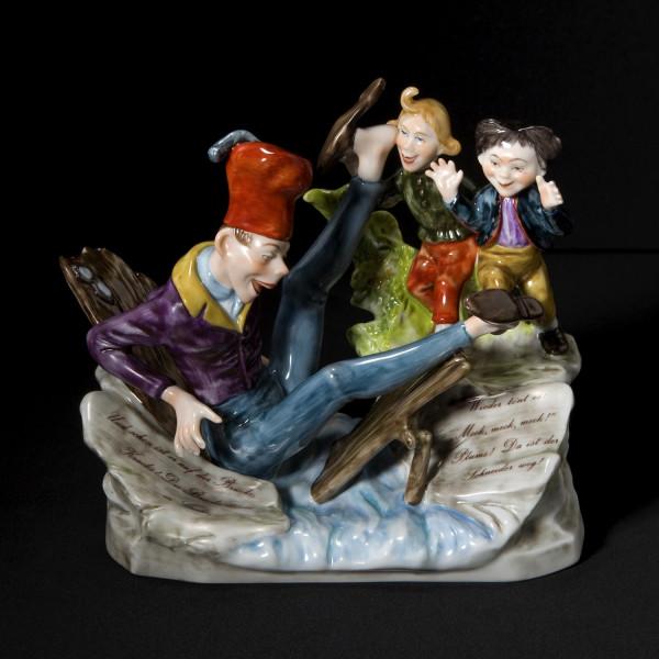 """Figurengruppe """"Max und Moritz, Schneider Böck"""" aus glasiertem Porzellan, farbig dekoriert"""