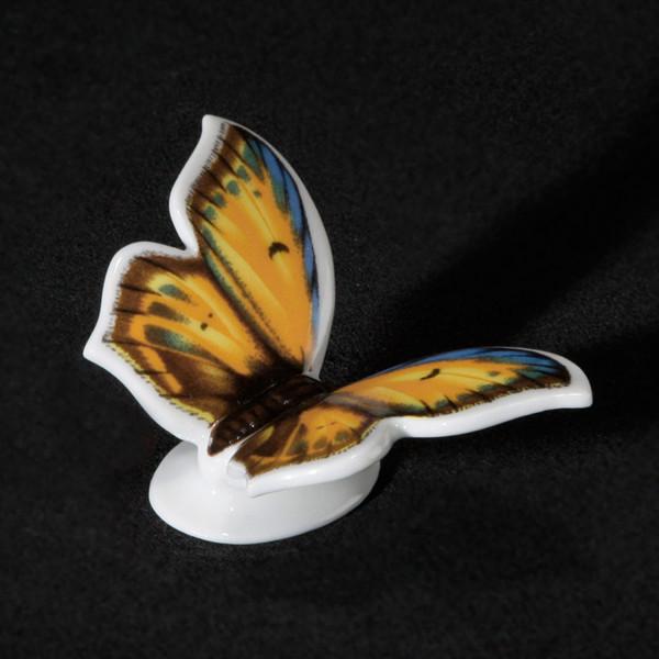 """Porzellanfigur """"Schmetterling Kleiner Feuerfalter"""" aus glasiertem Porzellan, farbig dekoriert"""