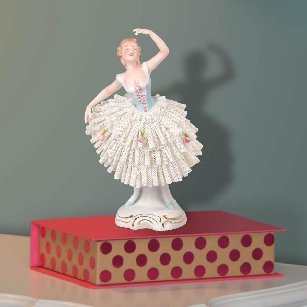 """Porzellanfigur """"Tänzerin 18cm im Spitzenkleid"""""""