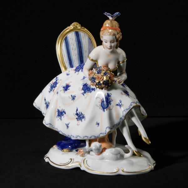 """Porzellanfigur """"Das Bouquet"""" aus glasiertem Porzellan, farbig dekoriert"""