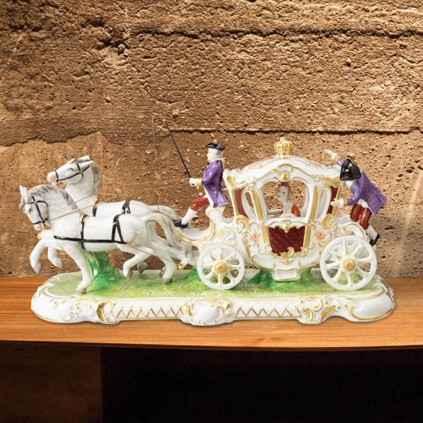 """Porzellankutsche """"Zweispänner Kutsche"""" aus glasiertem Porzellan, farbig dekoriert"""