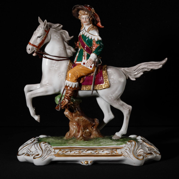 """Porzellanfigur """"Aramis"""" aus glasiertem Porzellan, farbig dekoriert"""