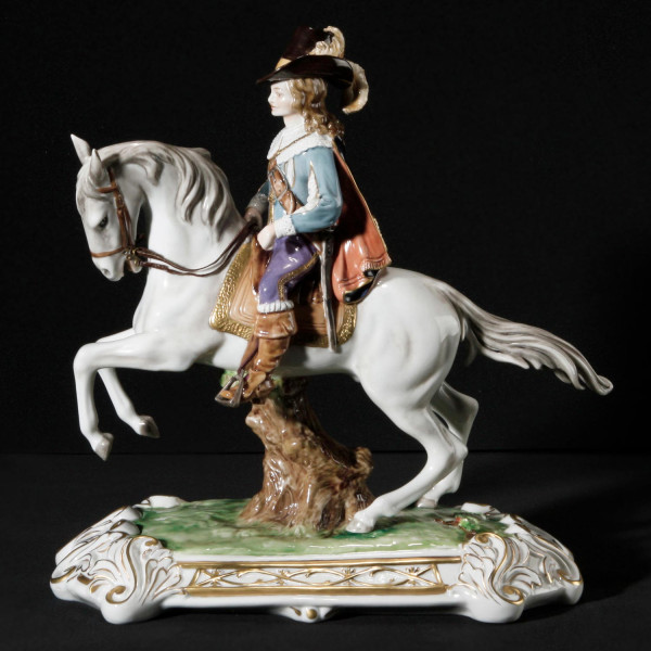 """Porzellanfigur """"Athos"""" aus glasiertem Porzellan, farbig dekoriert"""