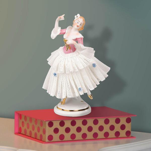 """Porzellanfigur """"Tänzerin (rosa) im Spitzenkleid"""" aus glasiertem Porzellan, farbig dekoriert"""