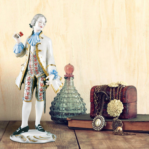 """Porzellanfigur """"Rosenkavalier"""" aus glasiertem Porzellan, farbig dekoriert"""