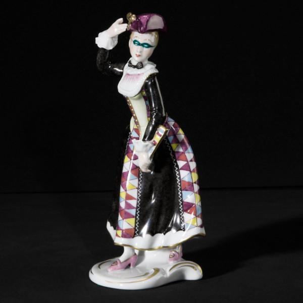 """Porzellanfigur """"Arlequina"""" aus glasiertem Porzellan, farbig dekoriert"""