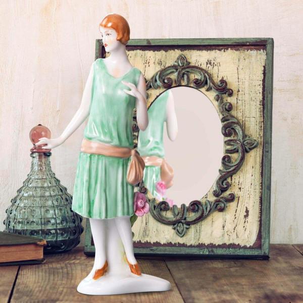 """Porzellanfigur Die 20er Jahre, """"Heckenrose"""" aus glasiertem Porzellan, farbig dekoriert"""