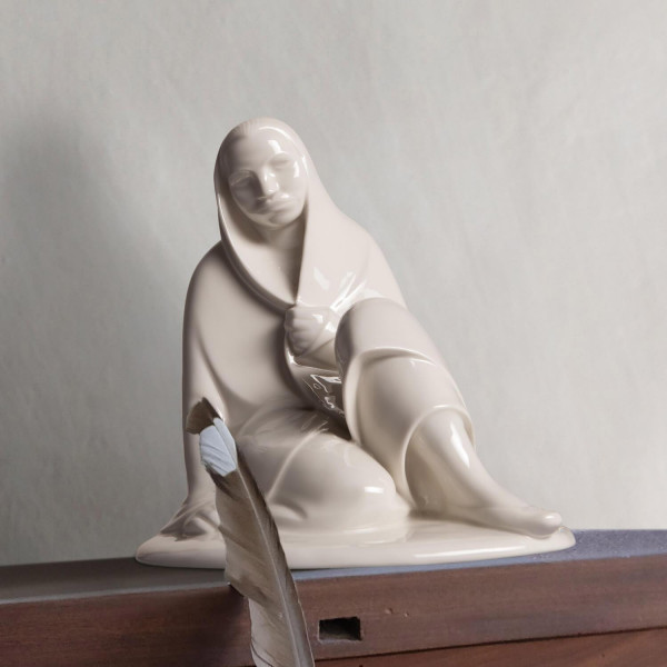 """Porzellanfigur """"Sitzendes Mädchen"""""""