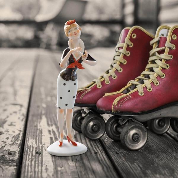 """Porzellanfigur Die 50er Jahre, """"Teenager mit Puderdose"""" aus glasiertem Porzellan, farbig dekoriert"""