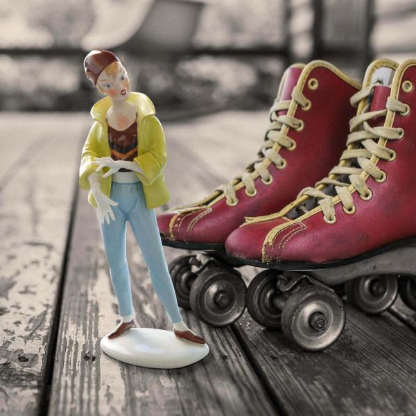 """Porzellanfigur Die 50er Jahre, """"Teenager mit Hose und Jacke"""" aus glasiertem Porzellan, farbig dekoriert"""