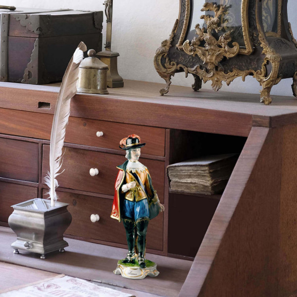 """Porzellanfigur Musketier """"Aramis"""" Jahresfigur 2000 aus glasiertem Porzellan, farbig dekoriert"""