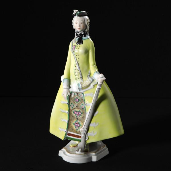 """Porzellanfigur """"Jägerin"""" aus glasiertem Porzellan, farbig dekoriert"""