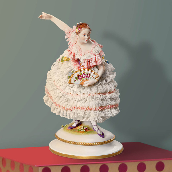 """Porzellanfigur """"Fanny Elssler"""" aus glasiertem Porzellan, farbig dekoriert"""