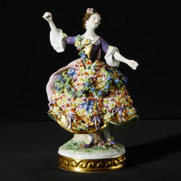 """Porzellanfigur """"Rosendame"""" von Carl Fuchs aus glasiertem Porzellan"""