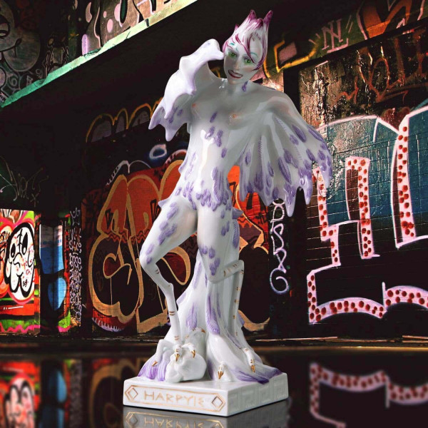 """Porzellanfigur """"Harpyie"""" von Kati Zorn aus glasiertem Porzellan"""
