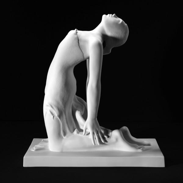 """Porzellanfigur """"Hingebung"""" von Walter A. Kirchner aus feinem Bisquitporzellan"""