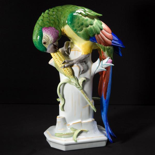 """Porzellanfigur """"Papagei mit Maiskolben"""" von Arthur Storch aus glasiertem Porzellan"""