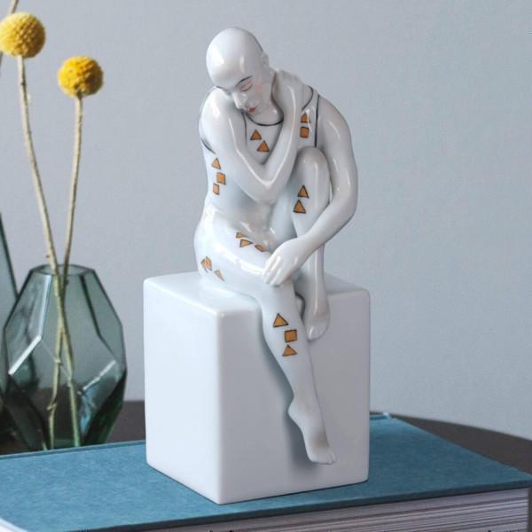 """Buchstütze """"Mann - Eros"""" von Kati Zorn aus glasiertem Porzellan"""