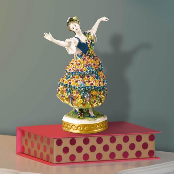 """Porzellanfigur """"Rosendame mit Blütenkleid"""" aus glasiertem Porzellan, farbig dekoriert"""