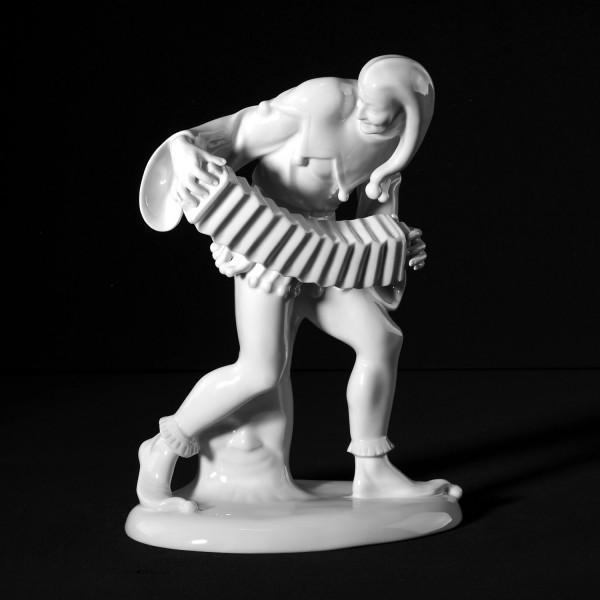 """Porzellanfigur """"Harlekin mit Bandonium"""" aus glasiertem Porzellan. undekoriert"""