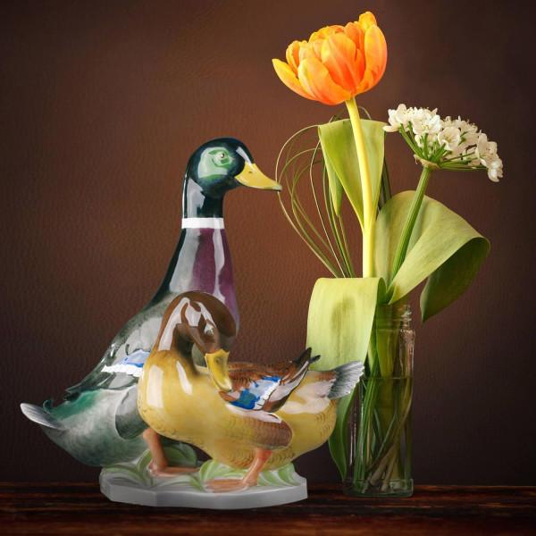 "Porzellanfigur ""Entenpaar"" aus glasiertem Porzellan, farbig dekoriert"