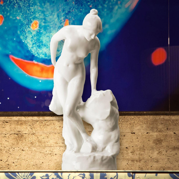 """Porzellanfigur """"Badende Frau - Torso"""" aus glasiertem Porzellan. Undekoriert"""