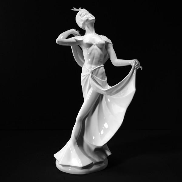 """Porzellanfigur """"Revue-Tänzerin"""" aus glasiertem Porzellan, undekoriert"""