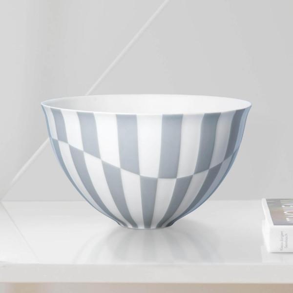 """Schale """"Lichtblau"""" teilweise aus glasiertem Porzellan, farbig dekoriert"""
