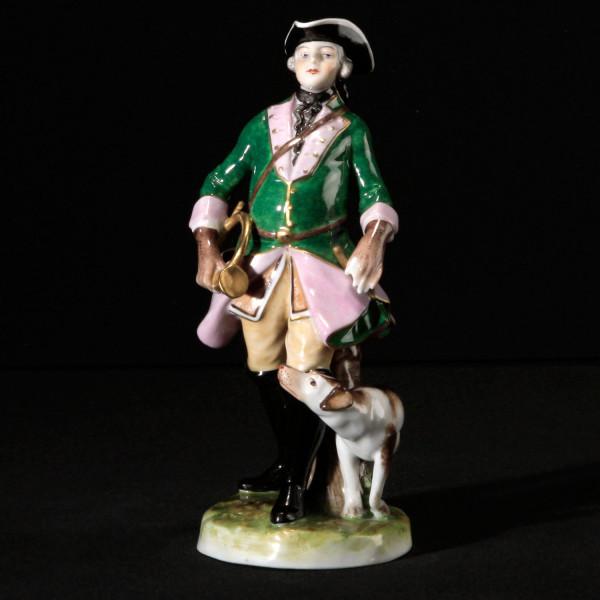 """Porzellanfigur """"Jäger mit Waldhorn"""" aus glasiertem Porzellan, farbig dekoriert"""