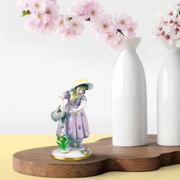 """Porzellanfigur """"Blumenmädchen"""" aus glasiertem Porzellan, farbig dekoriert"""