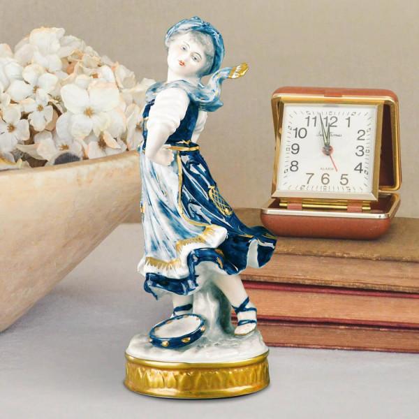 """Porzellanfigur """"Tanzendes Mädchen"""" aus glasiertem Porzellan, farbig dekoriert"""