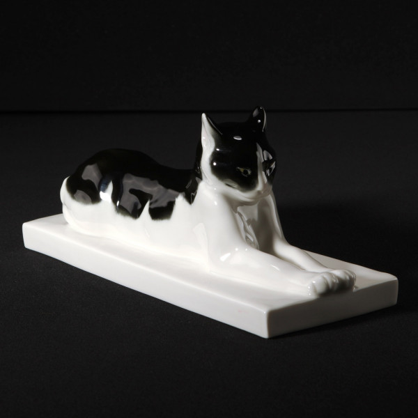 "Porzellanfigur ""Liegende Katze"""