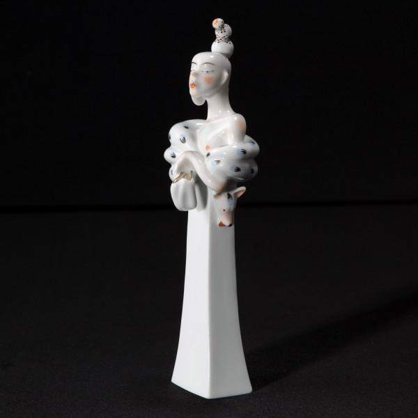 """Porzellanfigur """"Die Hochnäsige"""" von Kati Zorn aus glasiertem Porzellan"""