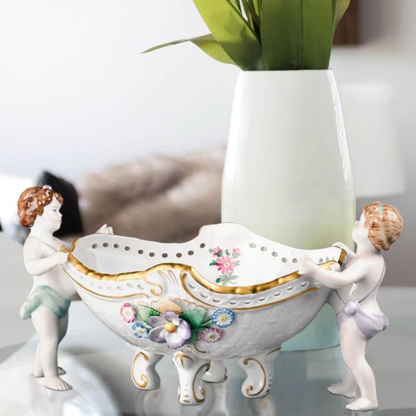 Schale aus glasiertem Porzellan, farbig dekoriert