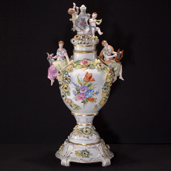 Potpourrivase aus glasiertem Porzellan, farbig dekoriert