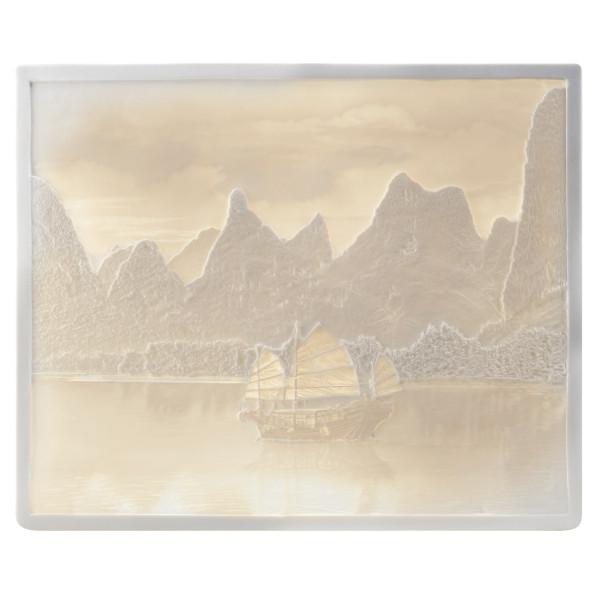 """Lithophanie-Platte """"Li-River im Sonnenaufgang"""" mit Tischständer aus feinem Bisquitporzellan"""