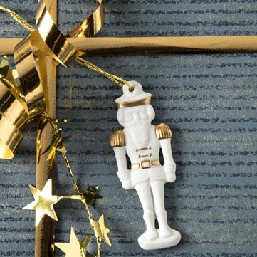 Weihnachtsanhänger aus Porzellan